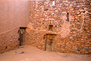 Ancient library court yard, Chinguetti, Mauritania, 2005.  -  Steve O. Taylor (GHF)