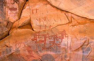 Cave painting showing horsemen in armed combat, Guilemsi, central Mauritania, 2004.  -  Steve O. Taylor (GHF)
