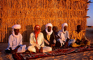Toubou tribesmen, traditional warriors of the central Sahara. Northern Niger, 2005.  -  Steve O. Taylor (GHF)