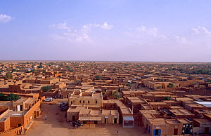Aerial view from the Grand Mosque minaret, Agadez, Niger, 2004.  -  Steve O. Taylor (GHF)