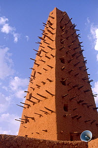 13th century Grand Mosque, built of clay,  Agadez, Niger, 2004.  -  Steve O. Taylor (GHF)