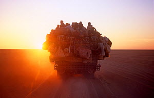West African refugees crossing the Sahara on their way to Europe, Niger, 2005. - Steve O. Taylor (GHF)
