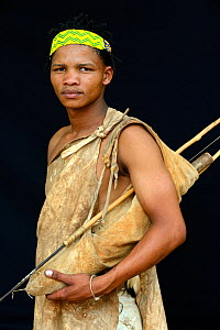 Portrait of Naro San Bushman with bow and arrows and traditional duiker leather clothing. Kalahari, Ghanzi region, Botswana, Africa, October 2014.  -  Eric Baccega
