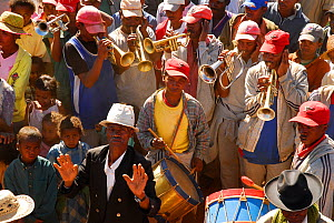 Famadihana, traditional funeral ceremony of the Merina and Betsileo ethnic groups where the dead are exhumed every seven years, a joyous festival with dancing and musicians. Antsirabe, Madagascar, Feb... - Enrique Lopez-Tapia