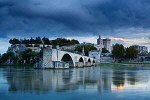 The Pont St-Benezet, Palais des Papes and Rhone River at dusk, Avignon, Provence, France, October 2012.  -  David Noton