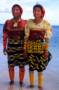 Guna/Kuna Indian women in traditional clothing wearing arm decorations and Mola Mola blouses and gold rings, San Blas Islands, Panama.  -  Michael Pitts
