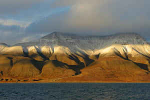 First snow on mountain peaks, Spitzberg, Svalbard, Norway, August 2014.  -  Loic  Poidevin