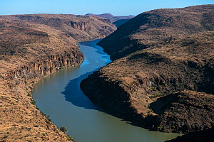 Orange River, the longest river in South Africa. Great Karoo, South Africa, September 2013.  -  Pete Oxford