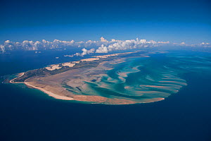 Aerial view of shifting sand forming a spit caused by longshore drift, off the coast of the Bazaruto Archipelago, Mozambique, May 2011.  -  Hugh Pearson