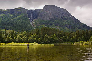 Fly fisherman on the Hemsil river, Hemsedal, Norway, August 2007. - Ole  Jorgen Liodden