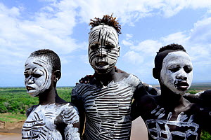 Karo boys with decorative skin painting. Karo tribe, Omo river, Ethiopia, November 2014 - Enrique Lopez-Tapia