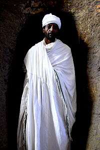 Priest walking through tunnel to Bet Maryam (part of the northwestern group of churches in Lalibela). UNESCO World Heritage Site. Lalibela. Ethiopia, December 2014. - Enrique Lopez-Tapia