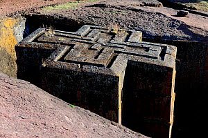 Bet Giyorgis Church, carved from solid limestone tufa rock, viewed from above to show the cross shape of the church. Lalibela. UNESCO World Heritage Site. Ethiopia, December 2014. - Enrique Lopez-Tapia