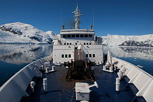 View from the bow of 'Clipper Adventurer' in Neko Harbour, Andvord Bay, Antarctic Peninsula. January 2012. All non-editorial uses must be cleared individually. - Rick Price