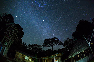 Starry night sky over the scientific research station in Panguana Reserve, Huanuca province, Amazon basin, Peru. - Konrad  Wothe