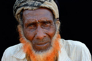 Head portrait of old Afar man, with beard dyed with henna, Ahmed Ela village, Danakil depression, Afar region.  Ethiopia, March 2015. - Eric Baccega