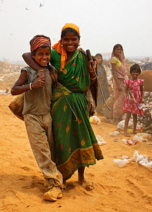 Mother and child rag pickers in landfill site, Guwahti, Assam, India, March 2009.  -  Tony Heald