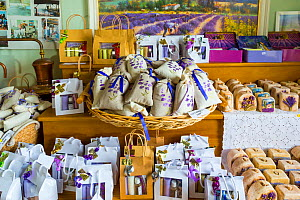 Many lavender based products in a lavender shop, Valensole Plateau, Alpes Haute Provence, France, June. - Juan  Carlos Munoz