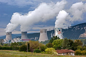 Cruas Nuclear Power Station, along the Rhone river between Valence and Montelimar, Rhone-Alpes, France, October 2014.  -  Philippe Clement