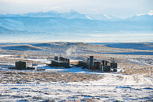 Fracking infrastructure on the Pinedale Mesa Anticline. Sublette County, Wyoming, USA, January 2013.  -  Gerrit  Vyn
