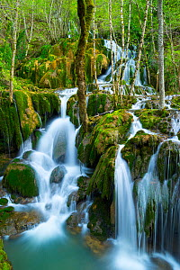 Water cascading down Toberia falls, Andoin, Sierra Entzia Natural Park, Alava, Basque Country, Spain, April. - Juan  Carlos Munoz