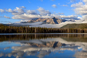 Sunrise at Little Red Fish Lake with the Sawtooth Range, Idaho, USA. July 2015.  -  Kirkendall-Spring