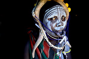 Woman in traditional dress. Mursi tribe, Mago National Park. Omo Valley, Ethiopia. - Enrique Lopez-Tapia