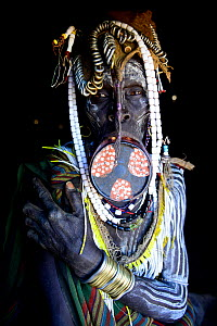 Mursi woman with large clay lip plate and headdress. Mago National Park. Omo Valley, Ethiopia. - Enrique Lopez-Tapia