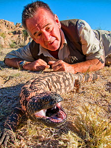Presenter Nigel Marven with Gila Monster (Heloderma suspectum) Arizona, USA, October 2013 - Michael Hutchinson