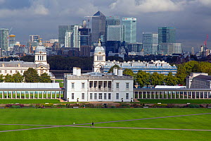 Landscape of Canary Wharf and Central London from Greenwich Park, London, England, UK, September 2015.  -  Ernie  Janes