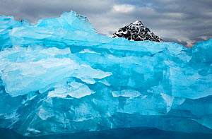 Iceberg and mountain, Svalbard, Norway. Arctic. July. - Andy  Rouse