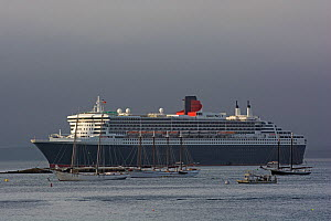Cruise ship 'Queen Mary 2' in Bar Harbor. Acadia National Park, Maine, USA. September 2015. - George  Sanker