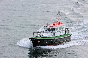 Pilot boat on Firth of Forth near Edingburgh, Scotland, UK. June 2010. - Philippe Clement