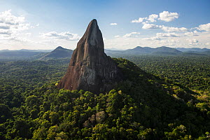 Bottle (Battle) Mountain, a granite outcrop in South Rupununi savanna, Guyana, South America  -  Pete Oxford