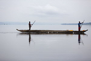People crossing Congo river with goods to trade, the river is the border between Congo Brazzaville and Democratic Republic of Congo (DRC)  -  Cyril Ruoso
