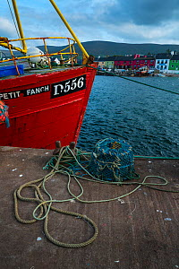 Fishing boat moored in Portmagee harbour, Ring of Kerry, County Kerry, Ireland, Europe. September 2015.  -  Juan  Carlos Munoz