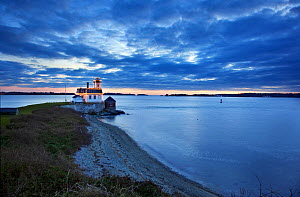 Rose Island Lighthouse at sunset,  Rhode Island, USA, December 2011.  -  Billy  Black