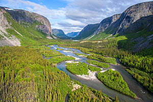 Classic 'U' shaped glacial valley, Labrador, Canada. June 2010.  -  Huw Cordey