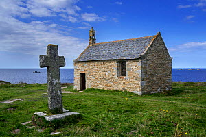 Stone cross and the Saint-Samson chapel, Landunvez, Finistere, Brittany, France, September 2015 - Philippe Clement