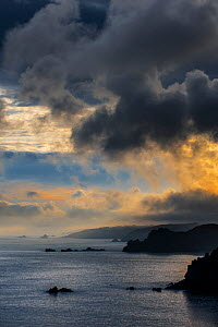 Sea cliffs at the Pointe de Penharn at sunrise with storm clouds, Cleden-Cap-Sizun, Finistere, Brittany, France, September - Philippe Clement