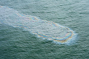 Aerial view of oil on surface of the sea during the Deepwater Horizon oil spill, Louisiana, Gulf of Mexico, USA, August 2010 - Mark Carwardine