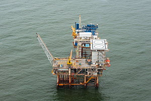 Aerial view of oil rig drilling platform,  Louisiana, Gulf of Mexico, USA 2010 - Mark Carwardine