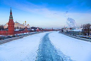 The Moskva river, iced over in winter, Kremlin on the left, Moscow, Russia, January 2016  -  Christophe Courteau