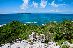 Cousine Island, a privately owned island and nature reserve, one of the few remaining rat-free islands of the inner Seychelles, off the south-west coast of Praslin Island, seen from Cousin Island, Rep...  -  Martin Gabriel