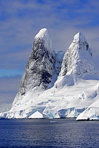 Mountains on the coast of Neumeyer channel, Antarctic Peninsula  -  Sylvain Cordier