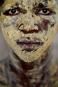 Portrait of man with skin coloured with sand for traditional dance, Bolama Island, Bijagos UNESCO Biosphere Reserve, Guinea Bissau, February 2015. - Enrique Lopez-Tapia