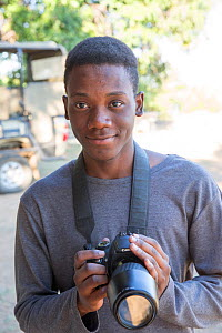Pupil Chris Mojela with DSLR camera during residential photography course organised by Wild Shots Outreach. Kruger National Park, South Africa, June 2017.  -  Wild Shots Outreach