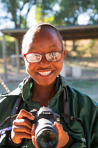 Pupil Lebogang Sekgwari with DSLR camera during residential photography course organised by Wild Shots Outreach. Kruger National Park, South Africa, June 2017.  -  Wild Shots Outreach
