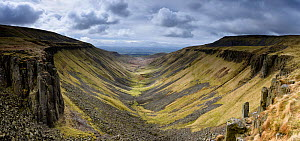 High Cup, u-shaped valley with intrusive dolerites of the Whin Sill exposed at sides, Appleby in Westmorland, Cumbria, March 2017. - Graham Eaton