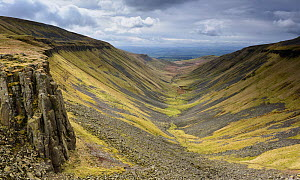 High Cup Valley, u-shaped valley with intrusive dolerites of Great Whin Sill exposed on both sides of valley, Appleby in Westmorland, Cumbria, England, March 2017. - Graham Eaton